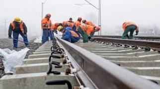 Utrudnienia komunikacyjne na przejeździe kolejowym w Roszkowie
