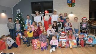 Mikołaj się zbliża dzieci się radują