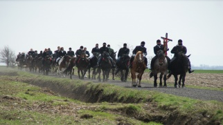 Tradycji stało się zadość – Wielkanocna procesja konna w Bieńkowicach