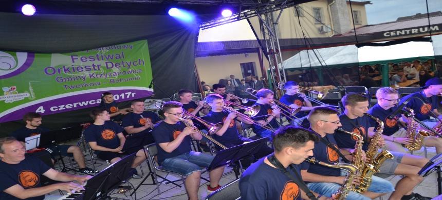 Orkiestry dęte po raz piąty zagrały w Tworkowie